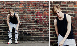 Seekingyouth - Nike Trainers, Nike Joggings, Topman Tanktop - Lazy Days
