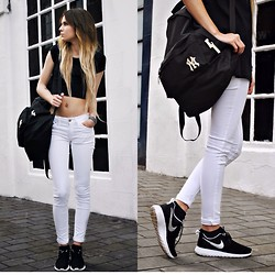 Claudia Michon - Primark Crop Top, New Era Bag, Mango White Jeans, Nike Shoes Run Rosh - Fitzpleasure