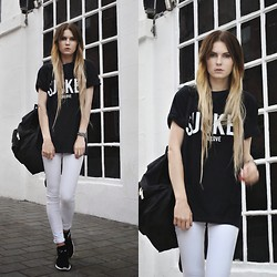 Claudia Michon - Bank T Shirt Sucker, Mango White Jeans, New Era Bag, Nike Run Roshe - Let the drummer kick