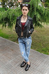 Laura Medina - Bershka Floral Crop Top, Zara Motorist Leather Jacket, Stradivarius Boyfriend Jeans, Sammydress Crabeaters - Boyfriend jeans and leather