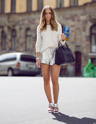 Lisa Olsson - H&M Sweater, Givenchy Bag, Henry Kole Shoes - SILVER DOZE