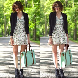Lauren Douglas - Modcloth Camp Director Tote In Mint, H&M Fitted Blazer In Black, H&M Platform Shoe In Black - Mint Ice Cream!