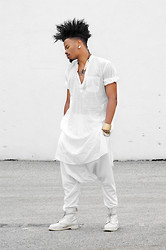 Marcus Branch - Ninobrand Neel Pant, Dr. Martens Monochrome White - Transition
