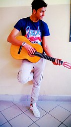 Aissam Khallouk -  - With guitar