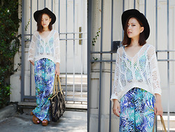 Q2 HAN - Tfnc London Tropical Jumpsuit, Gap Wide Brimmed Hat - Road Trip for Life