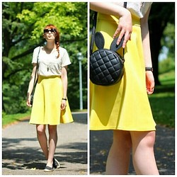 Jules S -  - The yellow skirt moment