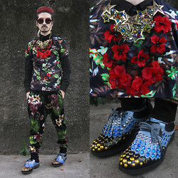 Andre Judd - Prada Studded Golf Sneakers, Ken Samudio Red Acrylic Flower Neckpiece, Adante Leyesa Multi Star Neckpiece, Wearvintage Frames, Mundo Tropical Print Joggers, Tropical Print Tee - JUNGLE RED