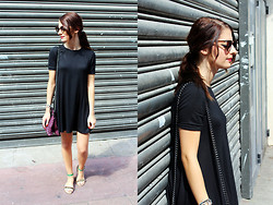 Caroo Wild - H&M Dress, Mango Bag, Mango Sunglasses - Simplicity