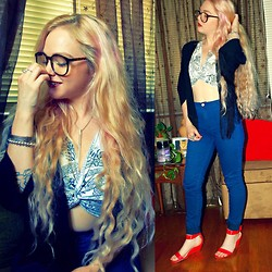Ravyn Alyxandra - Vintage Printed Crop Top, Prabal Gurung Red Wedges, Forever 21 High Waist Jeans, Forever 21 Black Fringe Kimono, Zerouv Glasses - Curls & a Crop top