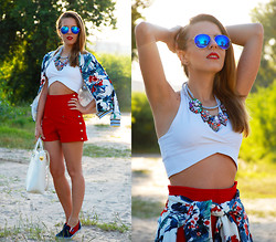 Iren P. - 6ks Tropical Printed Bomber Jacket, Appleineye Statement Gem Necklace, Diy White Crop Top, Vintage High Waisted Red Shorts, Oasap Red And Blue Mesh Slip On Sneakers, Blue Mirrored Aviator Sunglasses - TROPICAL PRINT