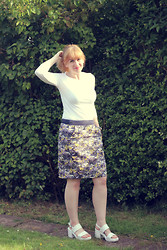 Amy Keeling - Primark White Top, Great Plains Tuscany Linen Blend Skirt, Asos Sandals - A Tuscan Evening