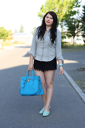 Elly E. - Tod's Loafers, Michael Kors Bag, Patrizia Pepe Shorts, H&M Blouse - The Gommino