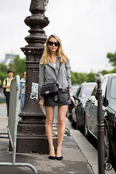 Caroline Louis - Theurban, Sandro Jacket, Chanel Bag - Featured on THEURBANSPOTTER !
