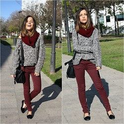 Laura Pla Cataluña - Zara Grey Sweater, Zara Burgundy Pants, Zara Slippers - Burgundy pants