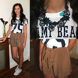 Jodie Barry - Zara Statement Necklace, River Island Over Sized Tee, Jane Norman Flowy Shorts, Converse - Festival Fun