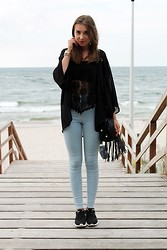 Oliwia Niezgoda - Atmosphere Lace Top, River Island High Wasted Pants, Nike Rosherun, H&M Blazer - Black lace