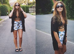 Sarah Taylor - Missguided Bikini, Missguided Kimono, Missguided Shorts, H&M Sliders - Beachwear styling