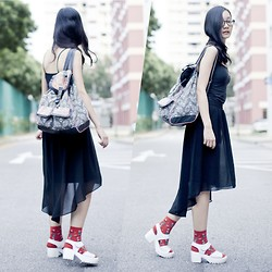 Ren Rong - Ggorangnae Martian Ufo Socks, Forever 21 High Low Chiffon Skirt, Uniqlo Black Bratop, T Shirt & Jeans Backpack - Everyone Has Graduated