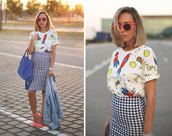 My Showroom Priscila - Italia Independent Mirror Sunglasses, Sheinside Tee, Pull & Bear Pencil Skirt - Gingham pencil skirt