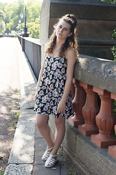 Chloe W - American Apparel Daisy Dress, Topshop Strappy Shoes - Daisy Print