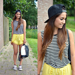 Larissa Verbon - Cotton On Striped Top, Pom Pom Shorts, Converse Sneakers, Primark Backpack, Laidback Luke Cap - Pom Pom Shorts