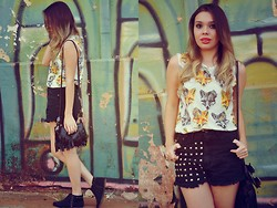 Priscila Figueredo - Lojas Marisa Fox T Shirt, Your Eyes Lie Hot Pants, Boots, Frontrowshop Fringe Bag - Little fox;