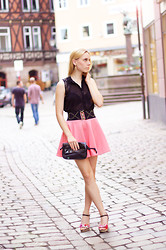 Sophia S - H&M Blouse, Pink Neopren Skirt, Vintage Bag - Love me back