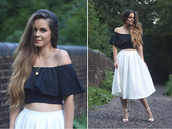 Kylie Lawson - Missguided Skirt, Missguided Frill Top - Monochrome esmeralda