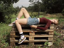 Philippa Nilsson - Vans Sneakers, H&M Socks, Second Hand Shorts, H&M Top, Home Made Armcuff - Indian Sport