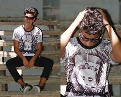 Abdelhadi Bernia - Giant Vintage Sunglasses, Choies Unisex T Shirt With Egypt Head Print, H&M Pants, Vans Shoes - PHUCK YO HAMAGE