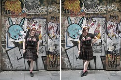 Libertad G - Vintage Tartan Skirt, Pull & Bear Dawn T Shirt Cut As Crop Top - Rebel Grrrl