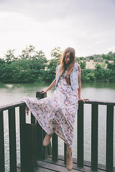 ANNA T. - Stradivarius Boots, Pink Woman Maxi Dress, Bershka Denim Vest - Bohemian Dreamer
