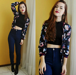 Bárbara Kohls - Choies Turtleneck Top, Primark High Waisted Denim Pants, Sheinside Floral Bomber Jacket - The old combo