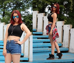 Milica Venoma - Tally Weijl Crop Top, Romwe Shorts, Yes For Body Chain, Dx Mall Shirt, Oasap Wedge Sneakers - Summer essentials