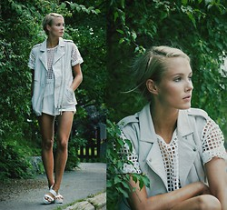 Petra Karlsson - Viparo Vest, T Shirt, Sandals - Viparo jungle