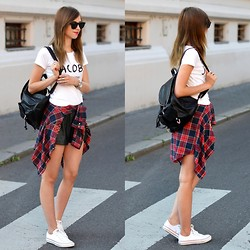 Barbora Ondrackova - Choies Shirt, Chiquelle Shirt - WITH A BACKPACK