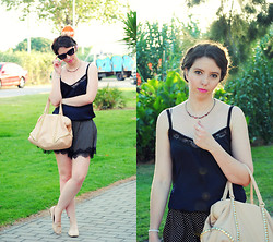 Ana Mª Aranda - Stradivarius Top, Stradivarius Shorts, Zara Bag, Zara Slippers - Lace details