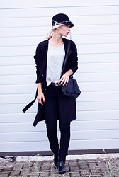 Anita VDH - H&M Black Trenchcoat, Primark Black Skinny Jeans, Groenrijk Lacquer Rain Boots, H&M Black Shoulderbag, Forever 21 Black Hat With Chain - Back to Black