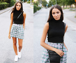 Malin E. - H&M Top, Beyond Retro Skirt, Nike Shoes, Thrift Store Bag - 14.08.14