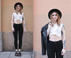 Sofia Starstrukk - Gina Tricot Hat, Broken Arrow Top, Lee Jeans, Din Sko Shoes - Carlings