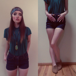 Kayla à la mode - Paisley Headband, Thrifted Top, Etsy Agate Necklace, Bdg High Waisted Shorts, Oxfords - Youth Lagoon