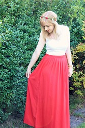 Amy Keeling - New Look Maxi Skirt, New Look White Vest Top, Folli Follie Watchalicious Watch - Summer Festival