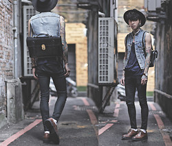 IVAN Chang - Mcving Black Leather Briefcase Satchel, Daniel Wellington Watch, Levi's® Vintage Vest - 170814 TODAY DR.MARTENS STYLE