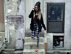 Jessica Grrl - Topshop Swag Beanie, Bershka Blazer, Sperry Boots, Topshop Jeggings - Turn it Around