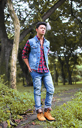 David Guison - Folded & Hung Flannel, Palladium Boots - The Urban Lumberjack