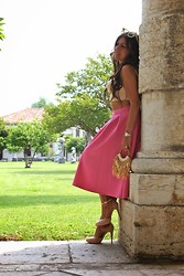ManueLita - Elisabetta Franchi Crop Top, Primark Skirt, Pittarello Shoes, Artigianato Veneziano Bag, Unconventional Secrets Hairaccesories - Pink Feelings