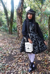 Lais Gonçalves - Innocent World Black Bow, Body Line Black Blouse, Innocent World Ball Bustle Jsk, Marisa White Floral Tights, Secret Shop Black Boots, Taobao Cinderella Book Bag, 25 De Março White Roses, Bodyline Black Rose Hair Clip - It's the best place to be when you're feeling like me.