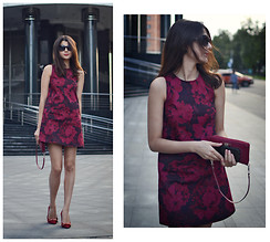 Anastasia Krymova - Motel Dess, Guess? Clutch - RED DRESS