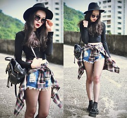 Tess Lively - Younghungryfree Shorts, Chic Wish Backpack, Oasap Sunglasses - Ready to rise