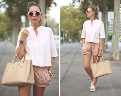 My Showroom Priscila - Zara Shirt, Whiz Shorts, Pepe Jeans Sneakers, Zerouv Cateye, Swarovski Watch, Prada Bag - Golden sparkles